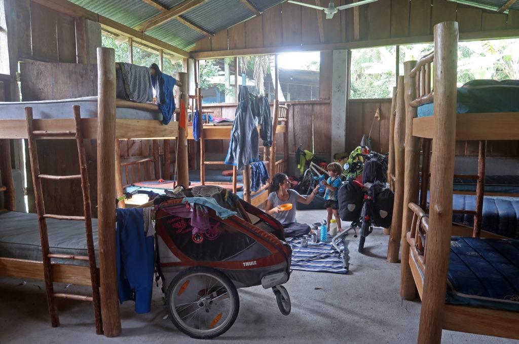 Nous passons la nuit dans le dortoir d'une Eglise qui a l'habitude de recevoir les voyageurs, notamment les migrants venant du Honduras.