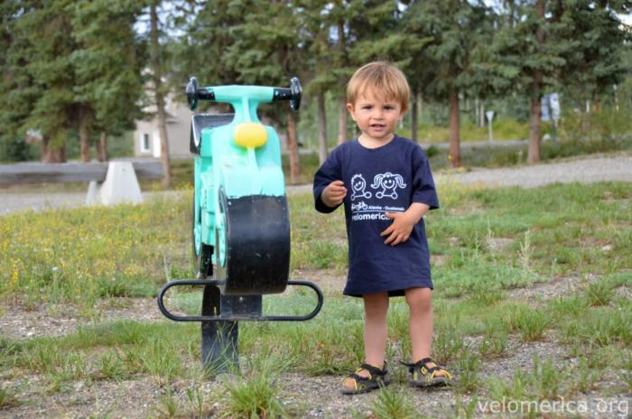 Mika auf dem Spielplatz