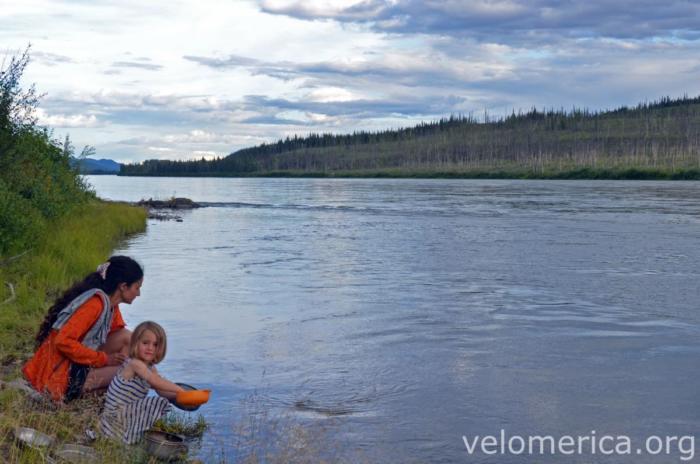 Abwasch im Yukon River
