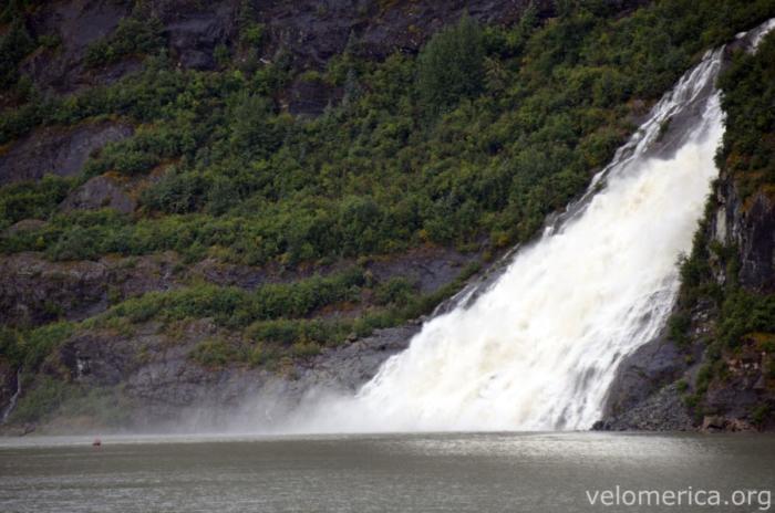 Wasserfall am Mendenhall Glacier